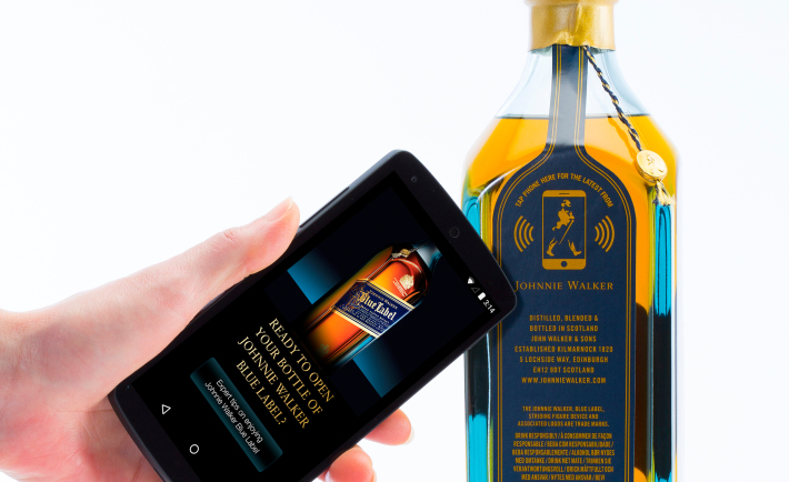 Inteligentna butelka Johnny Walker Blue Label, fot.: materiały prasowe